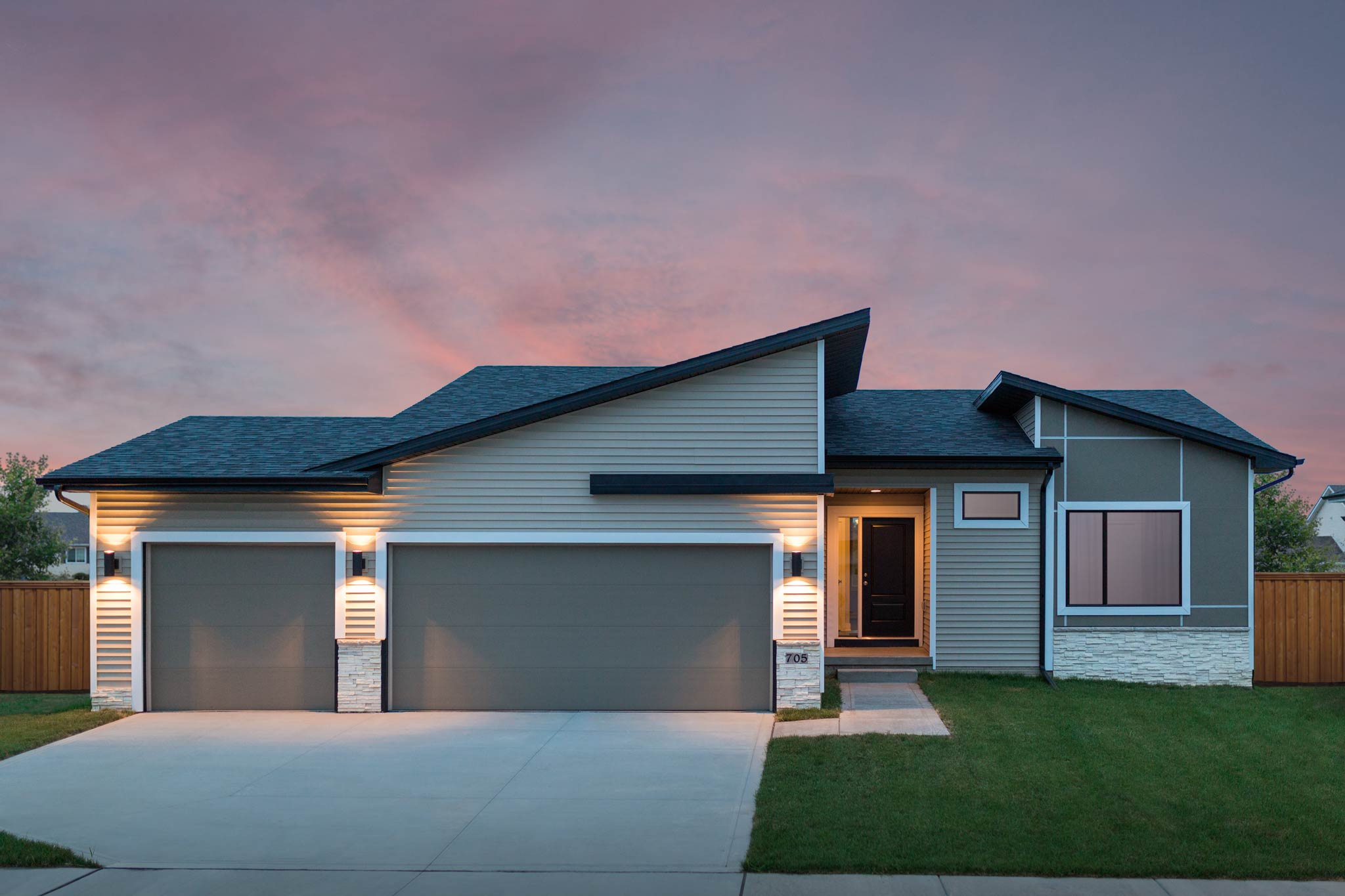 Iowa home exterior photography destiny homes canoe there for Home builders in iowa